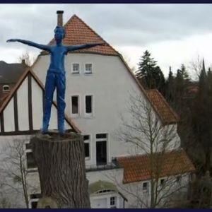Mysteriös Blaues Männchen sorgt für Aufregung in Duderstadt